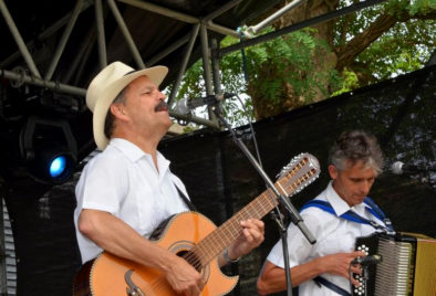 muzikant Corazon met vurige Spaanse rumba's, swingende Cubaanse son overgoten met een salsa van passionele Mexicaanse levensliederen, muzikant boeken, duo muzikanten, trio muziek, muzikantentrio, Spaanse muziek, Mexicaanse muziek, samba, Italiaanse muziek, thema feest, thema muziek, gitaar muziek, accordeon, Govers Evenementen
