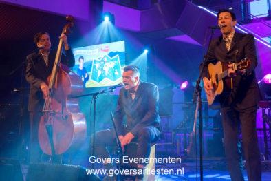 Muzikanten-Bands : Full Swing speelt classic hits uit vervlogen jaren. Akoestische/mobiele trio, bandje, muziektrio, artiesten boeken, artiestenbureau, thema feest, muzikanten, band, Govers Evenementen