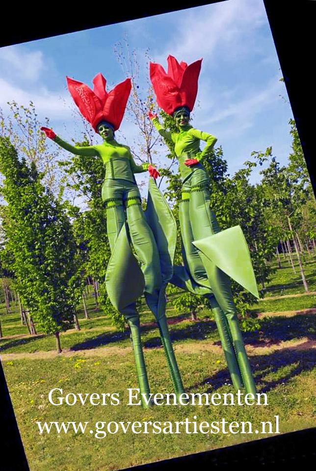 openings act, Tulpen act, tulp, muziek op stelten, voorjaar, moederdag, winkelcentrum promotie, straattheater, themafeest, tulpenveld, selfies, tulp op stelten, tulips, tulip, Steltenlopers, steltenacts, steltenloper, steltentheater, stelten act, artiesten boeken, artiestenbureau, straattheater acts, thema feest, catering act, culinaire acts, beurs & promotie acts, bloemen op stelten, Govers Evenementen