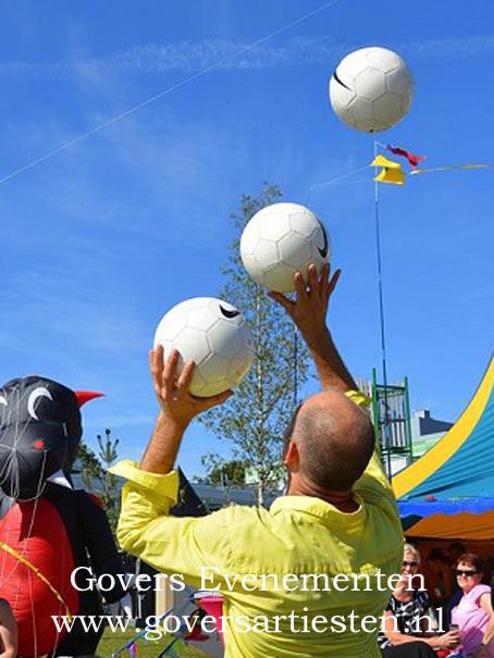 Straattheater, acrobatiek, jongleur, voorstelling, kindertheater, optreden artiesten, artiesten boeken, entertainment, straatvoorstelling, voetballen, voetbalvoorstelling, voetbalshow, show, straatshow, Voetbal Acrobatiek, Govers Evenementen