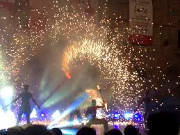 Vuurshow, vuurspuger, vuurspuwer, opening vuur, fireshow, magisch, artiesten boeken, artiestenbureau, vuureffecten, vuurspectakel, themafeest vuur, Govers Evenementen, straattheater, straatshow, straatartiesten