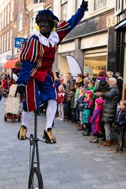 Sint en Piet show, pieten show, sinterklaas, acrobatiek pieten, december maand, sinterklaasfeest, themafeest, zwarte pieten, Spanje, Sinterklaasbeleving, Sinterklaasfeest, Govers Evenementen