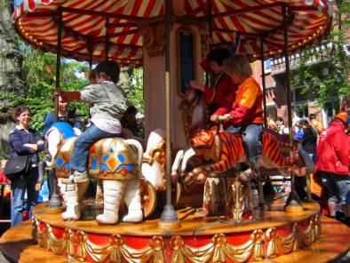Kindercarrousel, carrousel, draaimolen, draaimolen huren, kinderdraaimolen, draaimolentje, kindervermaak, kinderentertainment, speeltuin, Govers Evenementen