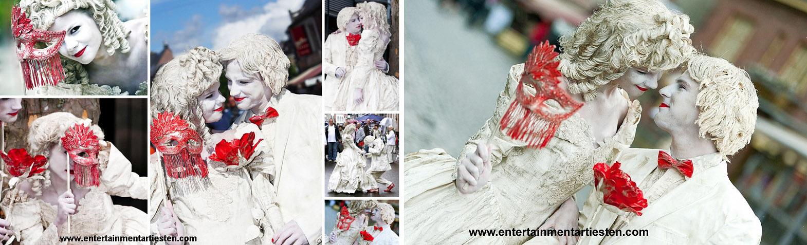 Valentijnsdag of Huwelijk Verliefde stel, Zij veroveren elkaars hart ! En dat niet alleen veroveren ...ook het hart van hun publiek! De twee mooie beelden spelen met hun prachtige accessoires een mooi liefdes toneel op, straattheater, levende beelden, living statues, artiesten boeken, www.goversartiesten.nl