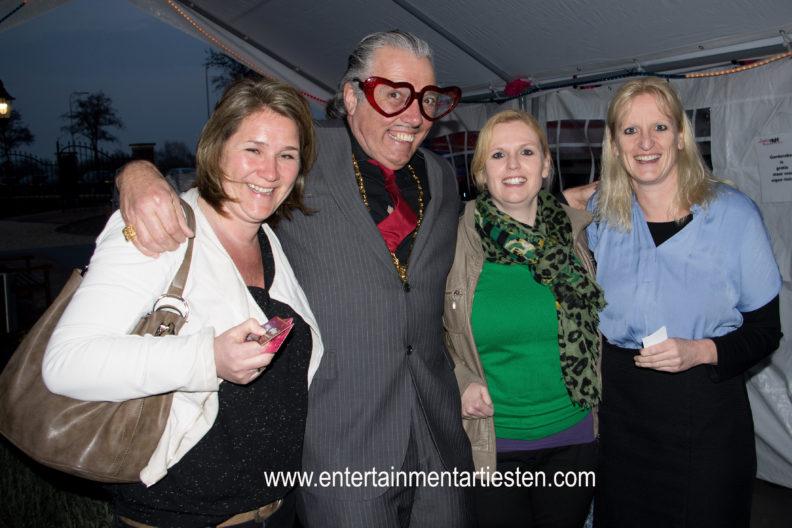 Valentijn Valentijnsacteur, theater act, straattheater, openingsact, themafeest, acteur inhuren, feest, huwelijksfeest acteur, artiesten boeken, www.goversartiesten.nl