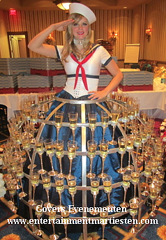 Champagne Diva, culinair entertainment, artiesten boeken, catering acts, catering entertainment, Govers Evenementen, www.goversartiesten.nl