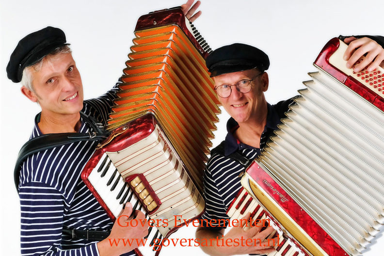 nautische muziek, maritieme muzikanten, muziekduo, matrozen, scheepsmuziek, duo muzikanten, matrozenmuziek, duo matroos, muzikaal entertainment, govers artiestenbureau, straatmuziek, straatmuzikanten, accordeon muziek, www.goversartiesten.nl