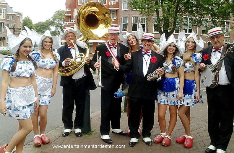 Entree-act , Dixielandband 't Looporkest speelt al 25 jaar bij openingen, entree, kick-offs. muziek, muzikanten boeken, fanfare, artiesten boeken, Dixieland looporkest, Govers Evenementen, www.goversartiesten.nl