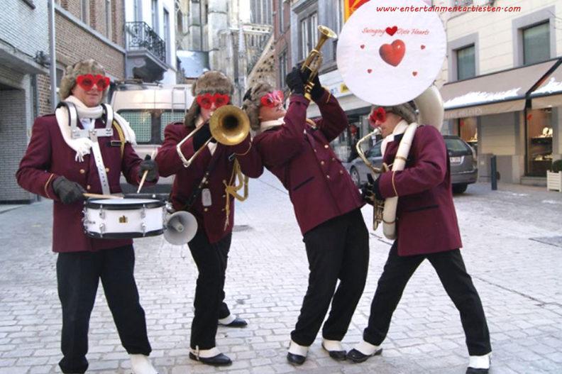 Valentijndag - Moederdag: Vrolijke liedjes en muzikaal entertainment voor geliefden en verliefden muzikanten muzikant, www.goversartiesten.nl