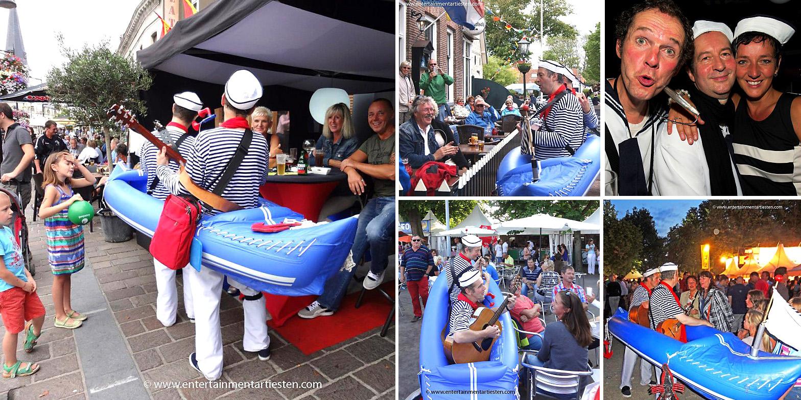 Deze muziek matrozen spelen stoere en romantische zeemanliedjes op de markt , braderie of straatfestival, muzikanten huren, straatmuziek, looporkest inhuren, Govers Evenementen, www.goversartiesten.nl