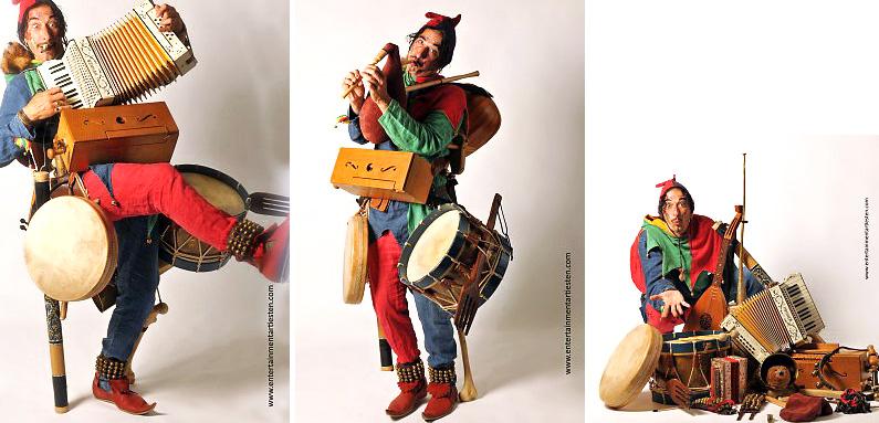 Als zingende en spelende Nar trekt deze muzikant door het ganse land. Rubriek Looporkest - straatmuzikanten, Govers Evenementen, www.goversartiesten.nl