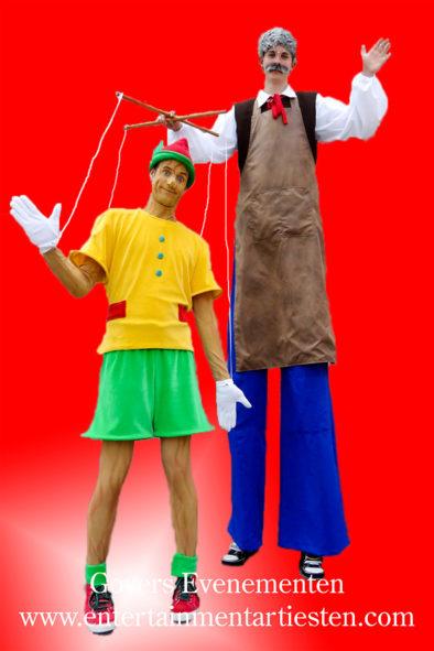 Steltenlopers, Pinokkio, straattheater, steltentheater, steltenact, Pinokkio op stelten, straattheater, themafeest, sprookjes entertainment, artiesten boeken, Govers Evenementen, www.goversartiesten.nl