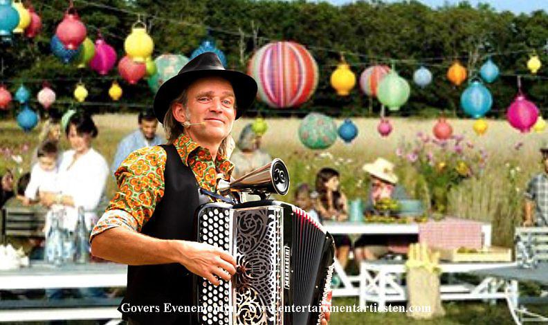 Troubadour, muzikanten, muzikant inhuren, accordeonist, franse musette, vrolijke muziek, feestmuziek, artiesten boeken, themafeest muziek, Govers Evenementen, www.goversartiesten.nl