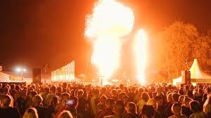 KABOEM! Met een daverend slot van de Vuurshow! Muziek gemaakt van Explosies, Vuur en Bliksem, Govers Evenementen, www.goversartiesten.nl