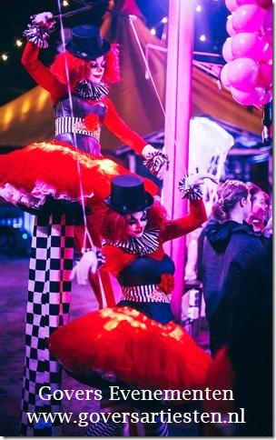 Halloween Clowntjes, Halloween steltenact, steltenlopers, straattheater, Halloween-act artiesten Govers Evenementen, steltentheater, themafeest, artiesten boeken, www.goversartiesten.nl